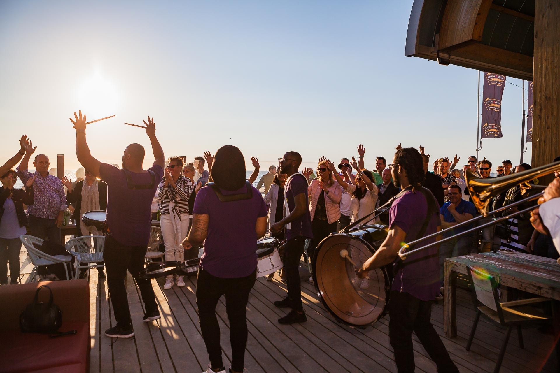 Personeelsfeest op strand bij SanBlas