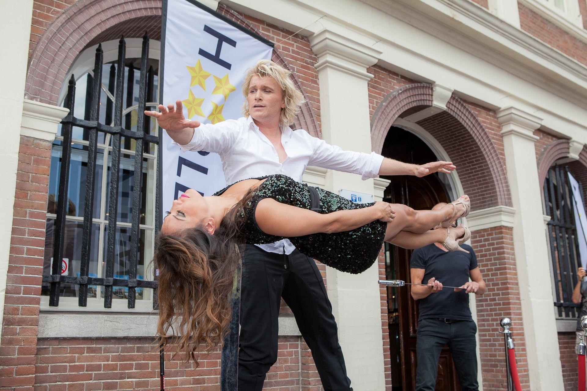 Optreden Hans Klok op de Grote Markt Haarlem